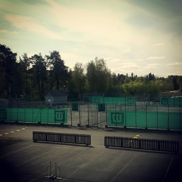 Kaunis päivä massatennikselle #tennis #oulu # nallisport #korkeasaari