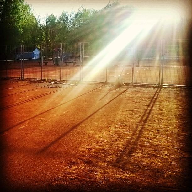 Mikä onkaan parempaa kuin massatennis ilta-auringossa? #tennis #oulu #Korkeasaari #kesä