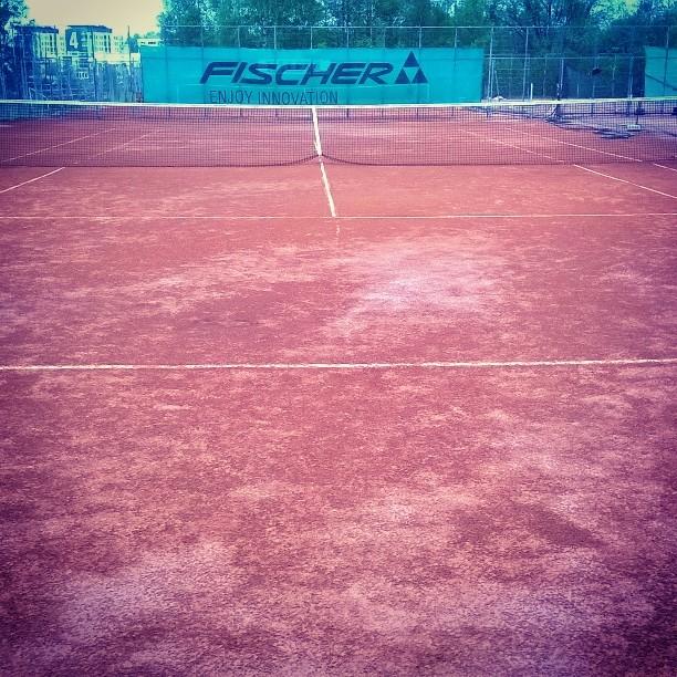 Kova treenipäivä taas takana. Korkkarin kentät koko ajan paremmassa kunnossa. #tennis #oulu #kesä