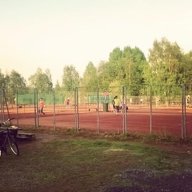 Korkkarissa tungosta! #tennis #oulu #pikisaari #kesä
