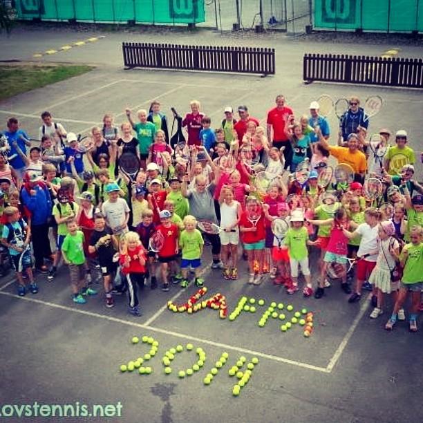 Jaffa Tenniskoulu päättyi iloisiin tunnelmiin Nallisportissa. Mukana yli 100 lasta ja nuorta. #tennis #tennisfi #oulu #kesä #jaffa