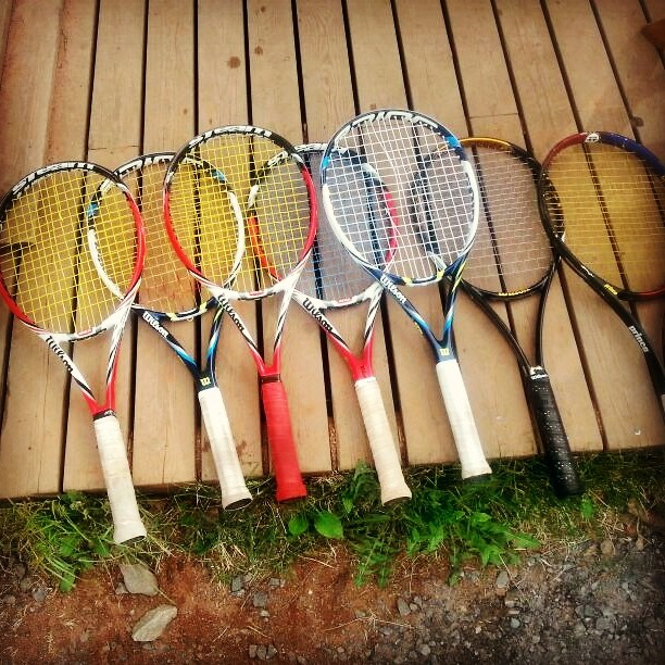 Jänteet poikki seitsemästä mailasta yhdellä pelikerralla. @joojurva n kämmenruoskat olivat liian tulisia. #tennis #oulu #spinniä