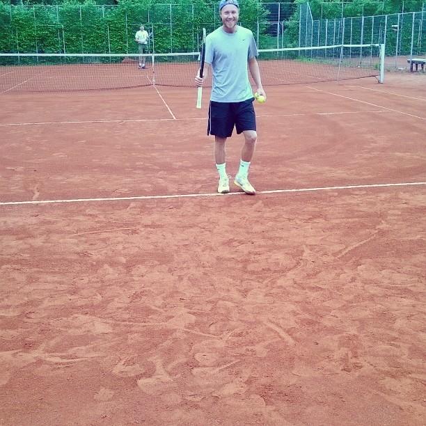 Kenttä kuin unelma. Samaa mieltä myös kentän kunnon testaaja @samurasila #tennis #oulu #massa #korkkari #rystypystyynjaperään