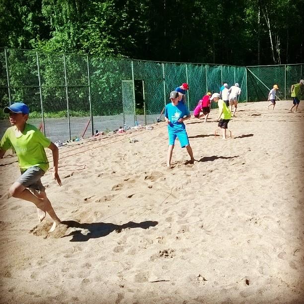 Korkkarin uudet beach volley -kentät avaavat mahdollisuuksia myös fysiikkatreenien suhteen. #tennis #oulu #korkkari